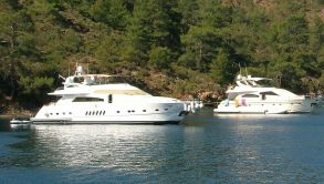 Luxury Motor Yacht Charter (1)